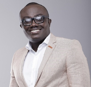 Bola Ray receives US$60,000 as birthday gift from Stonebwoy, Shatta Wale
